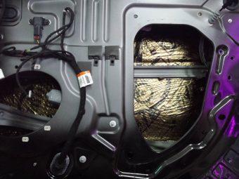 шумка задних дверей ford