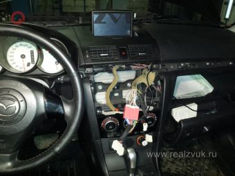Сабвуфер-на-Mazda3