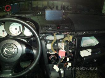Установка-Сабвуфер-на-Mazda-3