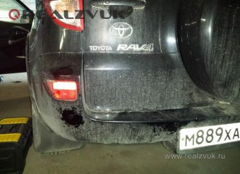 Задний парктроник на Toyota RAV4