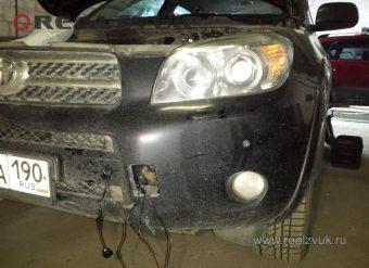 Передний парктроник на Toyota RAV4