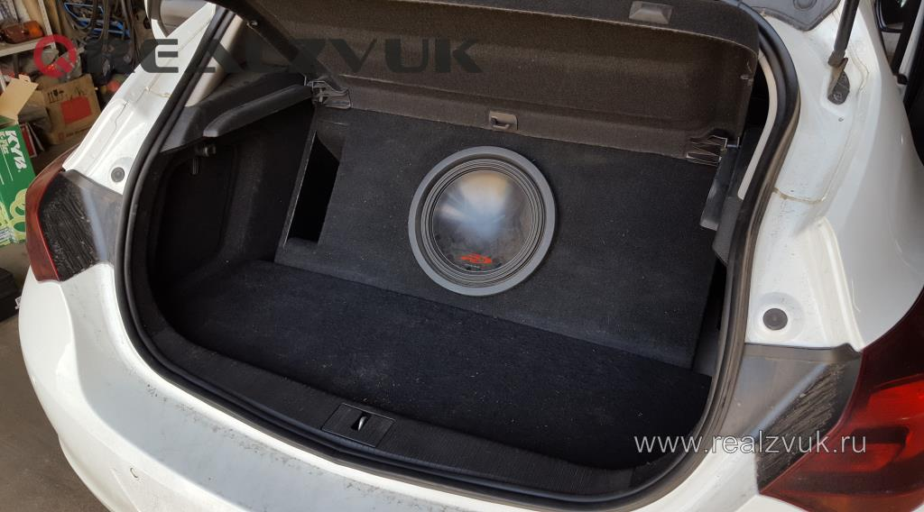 Установка сабвуфера в Opel Astra J