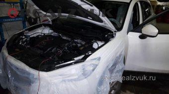Замки капота на Mazda
