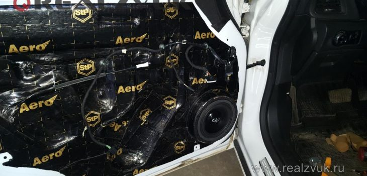 Установка акустики в двери Astra